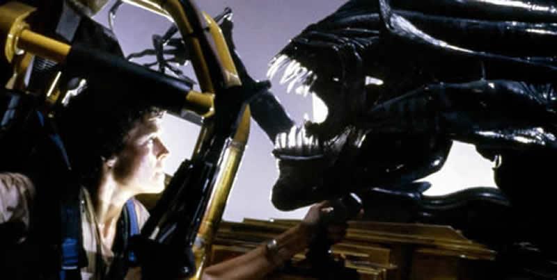 Aliens 1986 Sigourney Weaver and Alien Queen